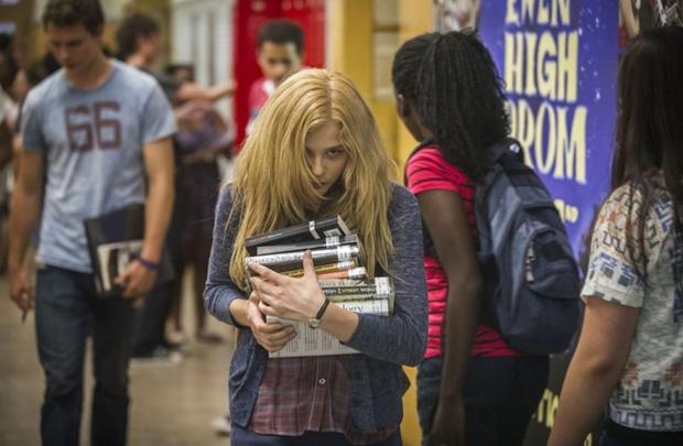 Faltou experiência à talentosa Chloë Grace Moretz para interpretar o complexo papel de Carrie (Michael Gibson/Divulgação)