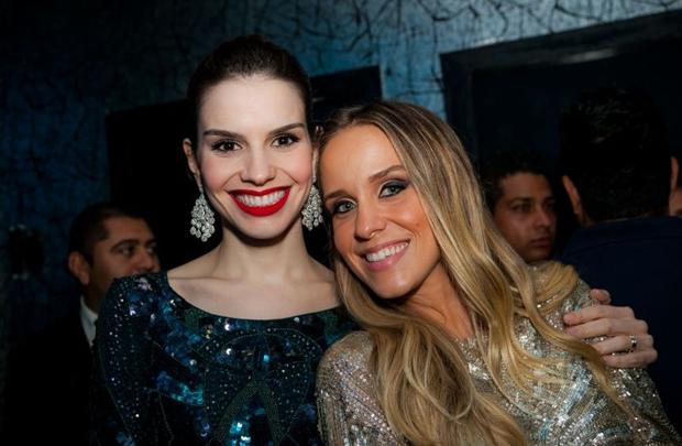 Mariana Ferrer e Carolina Oliveira, na nova boate do Gilberto Salomão (Felipe Menezes/Divulgação)
