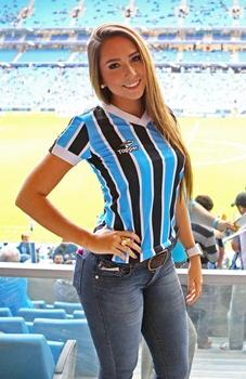 Fotos íntimas da filha do treinador do Grêmio foram parar na internet após o furto do celular da modelo (Lucas Uebel/Grêmio FBPA)