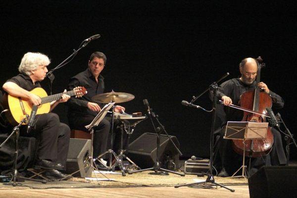 Jaques Morelembaum conta que a inspiração para o trio veio do álbum Branco, de João Gilberto, de 1973 (Roberto Cifarelli/Divulgação)