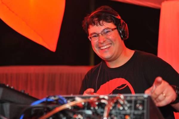 DJ Flávio Fat Boy é uma das atrações da noite (Luis Xavier de França/Esp. CB/D.A Press)