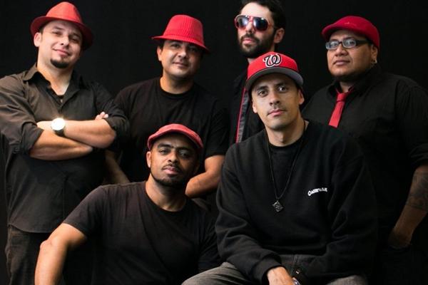 O grupo Funkeando se apresenta no Arena Futebol Clube ( Rodrigo Resende/Divulgação)