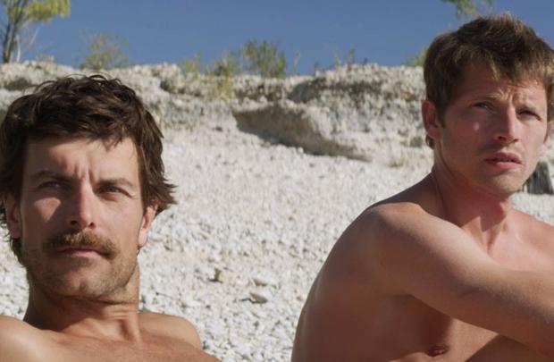 Michel (Chrisophe Paou) e Frank (Pierre Deladonchamps): relacionamento está no centro da trama de suspense (Imovision/Divulgação)