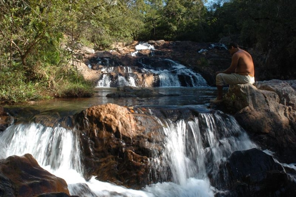 O banho em cachoeira é uma das atividades disponíveis na APA do Cafuringa ( Edilson Rodrigues/CB/D.A Press)