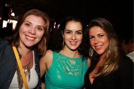 Larissa Martins, Érica Andrade e Alessandra Mendonça na apresentação de Bruno & Marrone (Lula Lopes/Esp. CB/D.A Press)