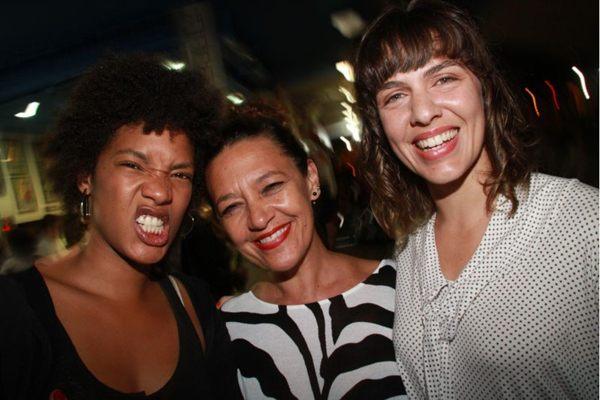 Gabi Fernandes, Rita Andrade e Julia Henning curtiram o som de Ju Rodrigues ( Lula Lopes/Esp. CB/D.A Press)