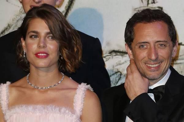 Charlotte e Gad Elmaleh assumiram o relacionamento após irem juntos a evento no Principado de Mônaco (Valery Hache/ Pool/AFP Photo)