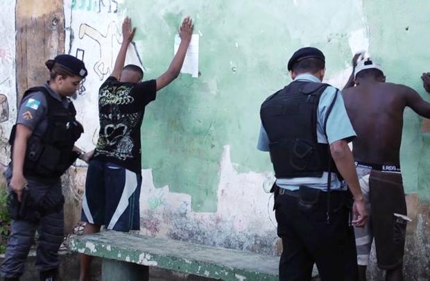 A brasiliense Maria Augusta Ramos retrata o cotidiano de comunidade no Rio (Nofoco Filmes Produções Cinematográficas LTDA/Divulgação)