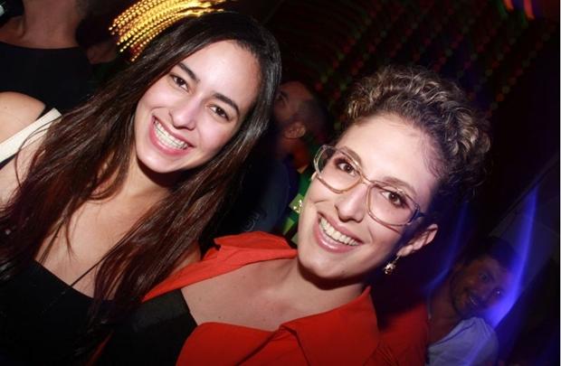 Rebecca Barros e Renata Rezende durante a festa Kinda (Lula Lopes/Esp. CB/D.A Press)