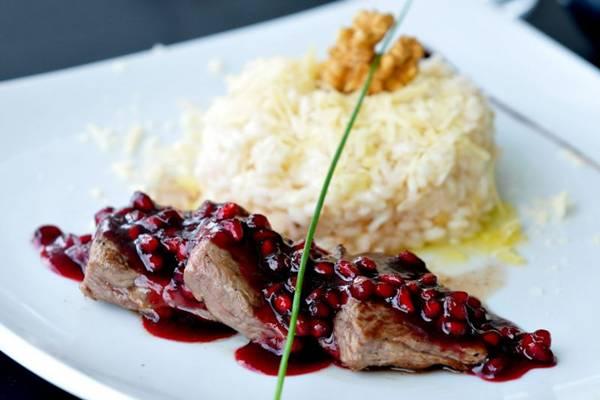 Darzié: A romã é uma fruta versátil que combina com carne vermelha e também pode aparecer em sobremesas ( Antonio Cunha/Esp. CB/D.A Press)