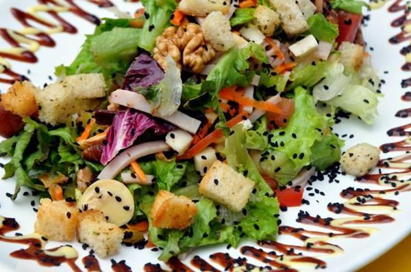 Salada feita na hora do restaurante Maori  (Antonio Cunha/Esp. CB/D.A Press)