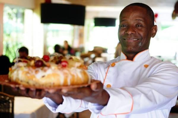 Para Jonas Reis a receita do bolo de reis não é complicada (Bruno Peres/CB/D.A Press)