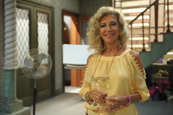 Em Pé na Cova, Marília Pêra interpreta Darlene (João Cotta/TV Globo)