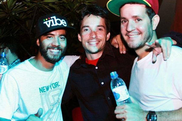Leandro Bezerra, Leonardo Goulart e DJ Chicco Aquino no Especial de Natal, na Ascade  (Gabriela Cerqueira/Divulgação)