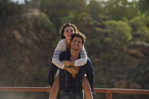 Ísis Vlaverde e Cauâ Reymond em cena da série Amores Roubados  (Estevam Avellar/Tv Globo.)