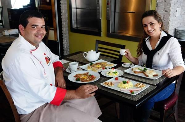 Flávio Piauí e Patrícia Kelen, do restaurante e delicatéssen Nova Quitinete, sugerem receitas irresistíveis usando ovos  (Bruno Peres/CB/D.A Press)
