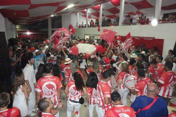 A escola de samba, Academicos da Asa Norte, durante a escolha do samba enredo para o carnaval de 2014 ( Arquivo pessoal/Divulgação)