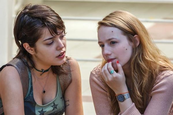 Alice (Malu Rodrigues) e Bianca (Isabella Camero) fazem parte da versão atualizada da série de Daniel Filho  (Sony Pictures/Divulgação)