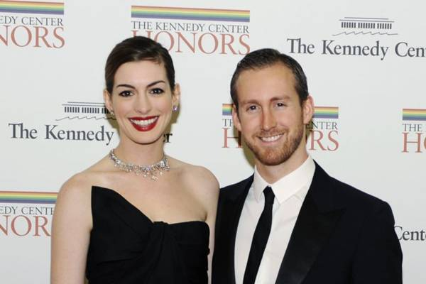 O marido Adam Shulman socorreu a atriz (Mike Theiler/Files/Reuters)