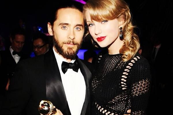 O casal mostrou intimidade em festa pós-Globo de Ouro (Reprodução/Instagram@jaredleto)
