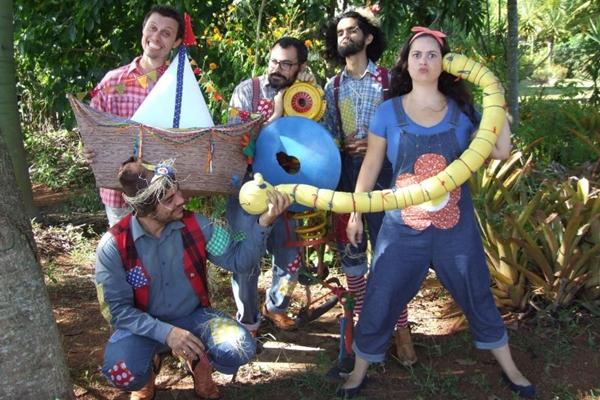 Lili e a trupe do Manual de boas maneiras: entretenimento e educação unidos (Val Nobre/Divulgação)
