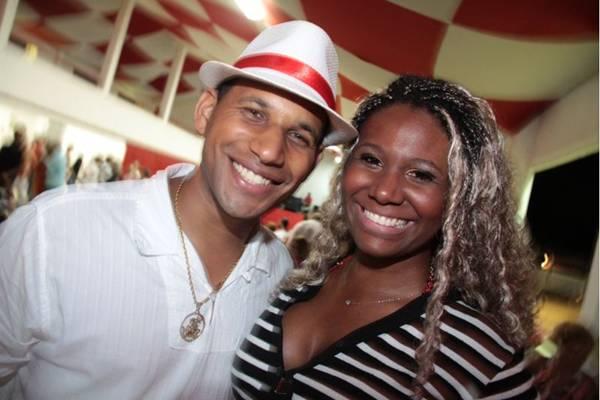 O intérprete do samba, Vinicius Carioca, e a passista Paloma Barbosa (Lula Lopes/Esp. CB/D.A Press)