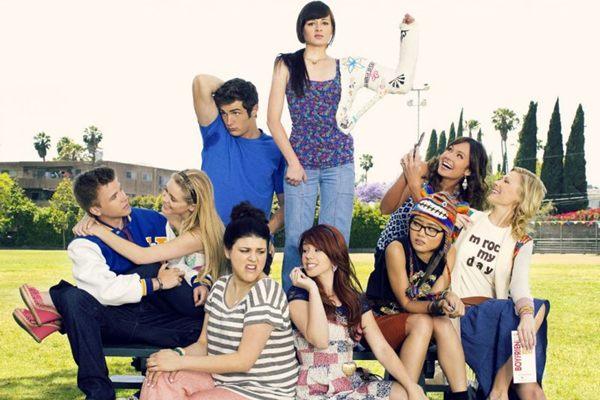Jenna Hamilton (C), de Awkward, encarna uma estudante em busca de popularidade ( MTV Brasil/Divulgação)