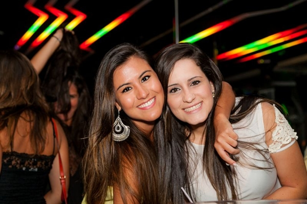 Luiza Lóes e Danielle Lima durante apresentação do DJ Fernando Mesquita na Noir (Lula Lopes/Esp. CB/D.A Press)
