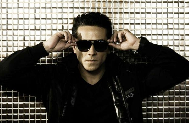 Para garantir o clima de day party de locais como Ibiza e Jurerê, a festa traz o DJ Raul Mendes (Objetiva Comunicação/Divulgação)