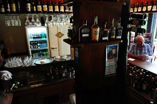 Garrafas do clube do uísque, no lounge bar Churchill (Bruno Peres/CB/D.A Press)