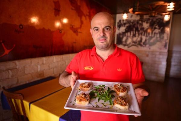 O chef siciliano Gianluca Scribano: %u201CA caponata é uma das obras-primas da cozinha siciliana%u201D  (Daniel Ferreira/CB/D.A Press)