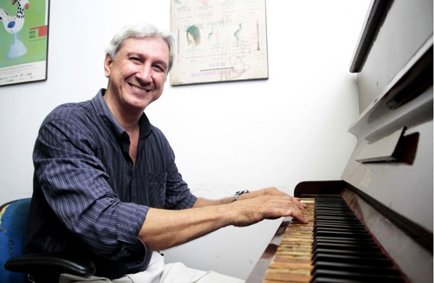 O maestro Ricardo Rocha comanda o concerto de encerramento do Civebra (Ana Rayssa/Esp. CB/D.A Press)