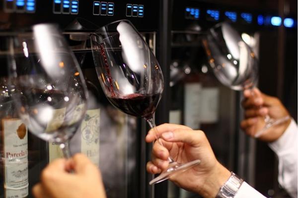 Parrilla Madrid serve várias opções de vinhos (Weivson Andrade/Divulgação)