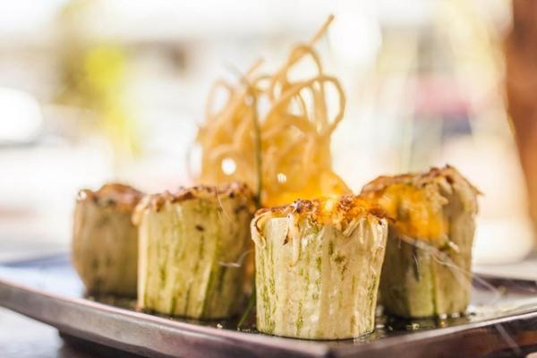 Prato de sucesso: abobrinha recheada com trio de cogumelos e grelhada com parmesão ao maçarico (Gui Teixeira/Divulgação)