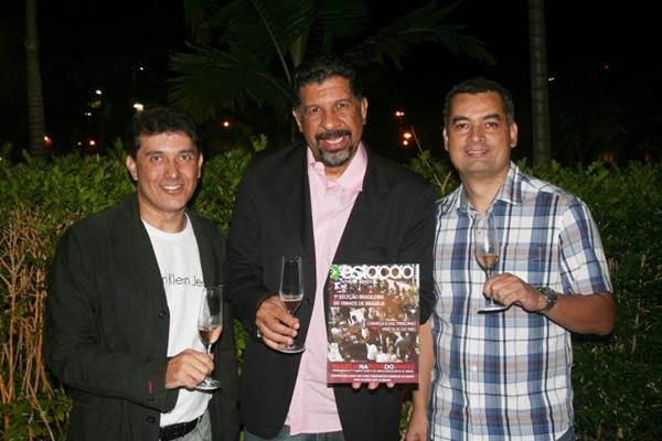Eugênio Oliveira, Petrus e Antoio Coêlho em coquetel de lançamento da revista Estação Brasil (Estação Brasil/Divulgação)