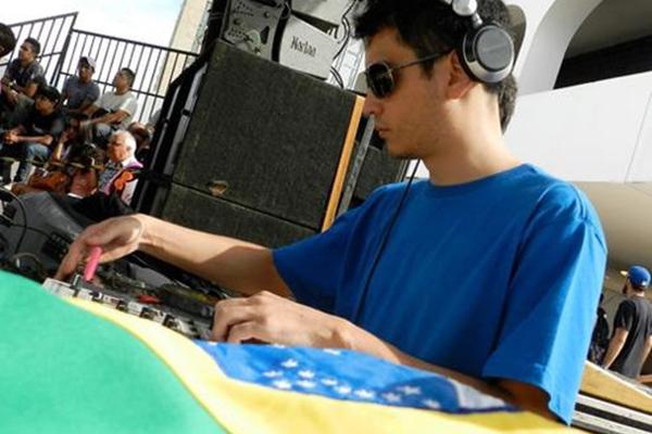 O DJ Hugo Drops agitará a noite nos intervalos das apresentações  (Arquivo Pessoal)