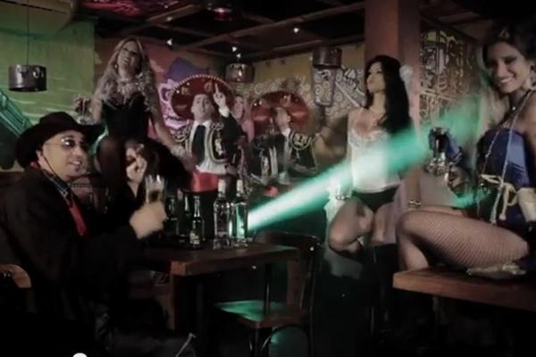 Cena do clipe Pra Lavar a Alma (YouTube/Reprodução)