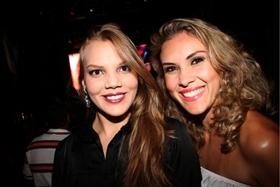 Clarissa e Lara Ribeiro na apresentação no Villa Mix (Lula Lopes/Esp. CB/D.A Press)