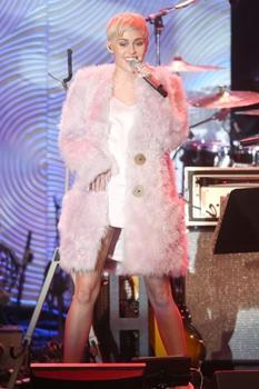 Em 2013, Miley causou várias polêmicas ao revelar um estilo mais alternativo (Frederick M. Brown/Divulgação)