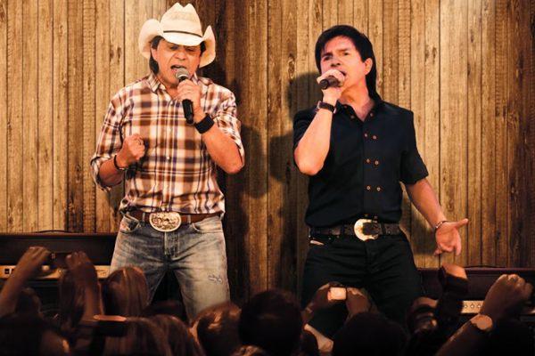 A dupla vai relembrar hits como Evidências e No rancho fundo durante o show (Cadu Fernandes/Dviulgação)