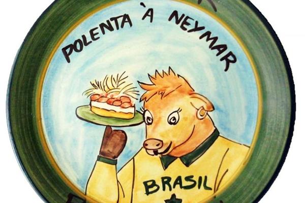 Polenta à Neymar leva musseline de mandioca, carne de sol e crispy de alho-poró  (Andreia Marliere/Divulgação)