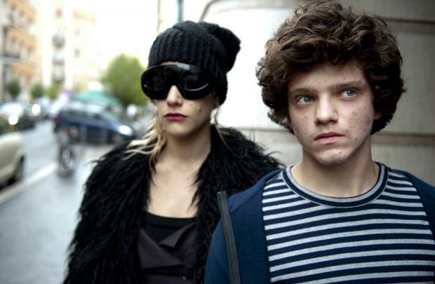 Olivia (Tea Falco) e Lorenzo (Jacopo Olmo Antinori): conflito e reconciliação dentro de um quarto (Califórnia Filmes/Divulgação)