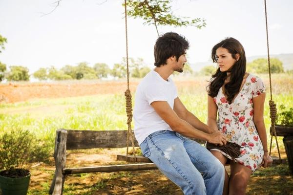 Na trama, Helena (Bruna Marquezine) se envolve em um triângulo amoroso   (João Miguel Jr/TV Globo)