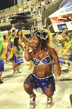 Viviane é passista da Embaixadores da Alegria e desfila todo ano com a ala que reúne deficientes  (Ricardo Rodrigues/Divulgação )
