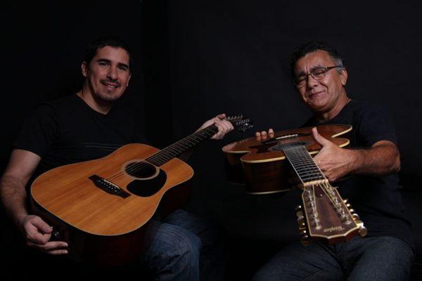 Manassés (D) e Cacau Alencar tocam juntos há 25 anos (Valeria Carvalho/Divulgação)