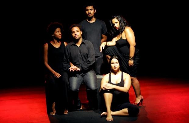 Espetáculo de Abaetê Queiroz se inspira em sete textos do consagrado autor para explorar obsessões sobre amor, sexo e morte (Rafael Souza/Divulgação)