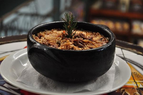 O Ragu do Jaguar leva arroz, rabo desfiado e molho de tomate  (Paula Rafiza/Esp. CB/D.A Press)