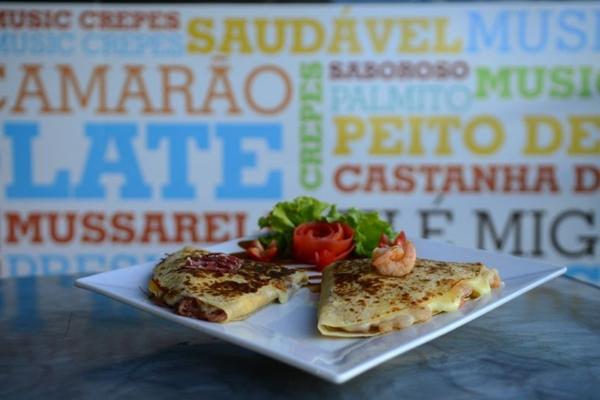 Genival Lacerda e Raul Seixas recebem ingredientes comuns em pratos nordestinos, como carne de charque e camarão  (Daniel Ferreira/CB/D.A Press)