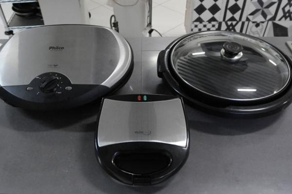 O chef Anderson Yamuto, da Kaza Chique, ressalta a versatilidade dos aparelhos de grill (Carlos Moura/CB/D.A Press)