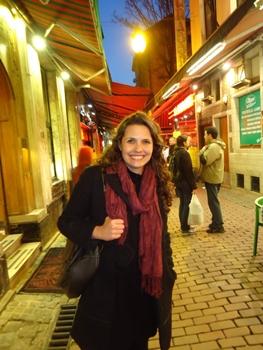 A escritora gosta de dormir até mais tarde e se divertir com amigos  (Tahiná Diniz)